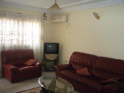Appartements 2 chambres meubl s biteng 25 000fcfa jour for Meuble tv yaounde