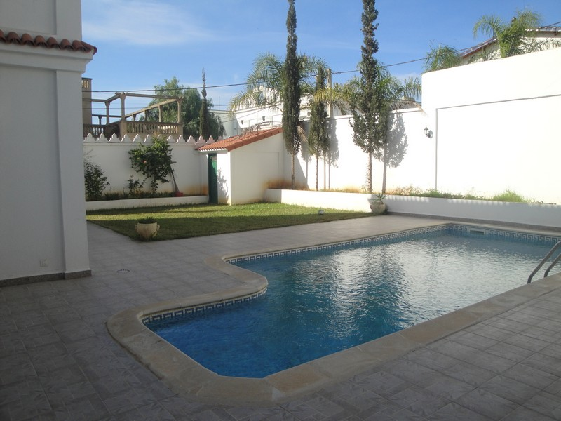 Location villa avec piscine quartier residentiel cheraga for Aquafortland alger piscine